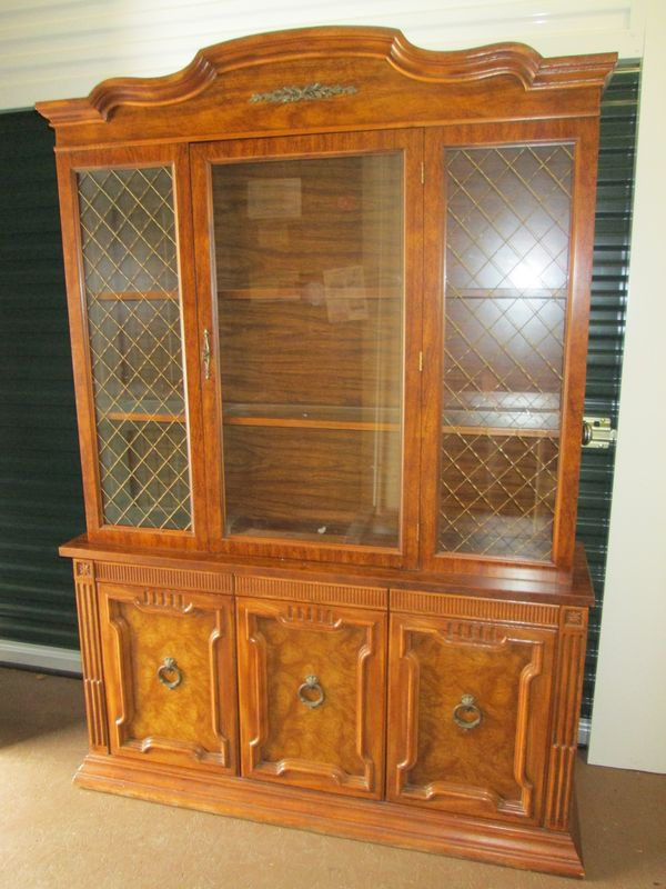 Item # 5    Dining Room Set By Singer Furniture Division Incl 2pc Glass Top  Hutch, Oval Dining Table And Six Chairs.