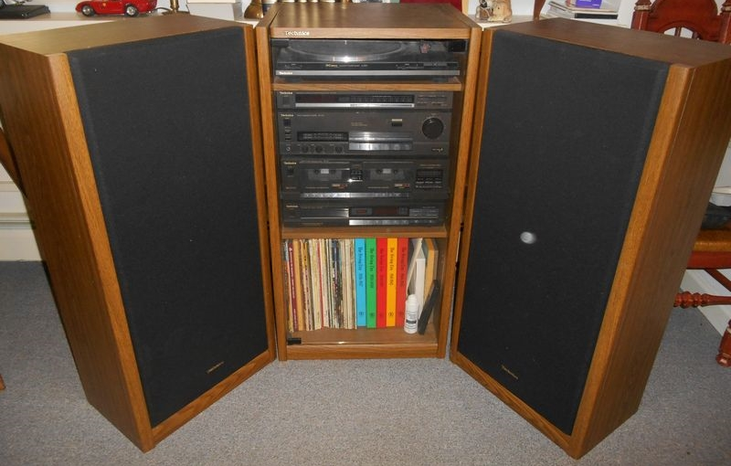 Charmant Item # 11    Technics Complete Stereo System In Wood Cabinet W/ Glass Front  Doors, Pr Technics Floor Speakers, Synthesizer, Amplifier, CD Player,  Turntable, ...
