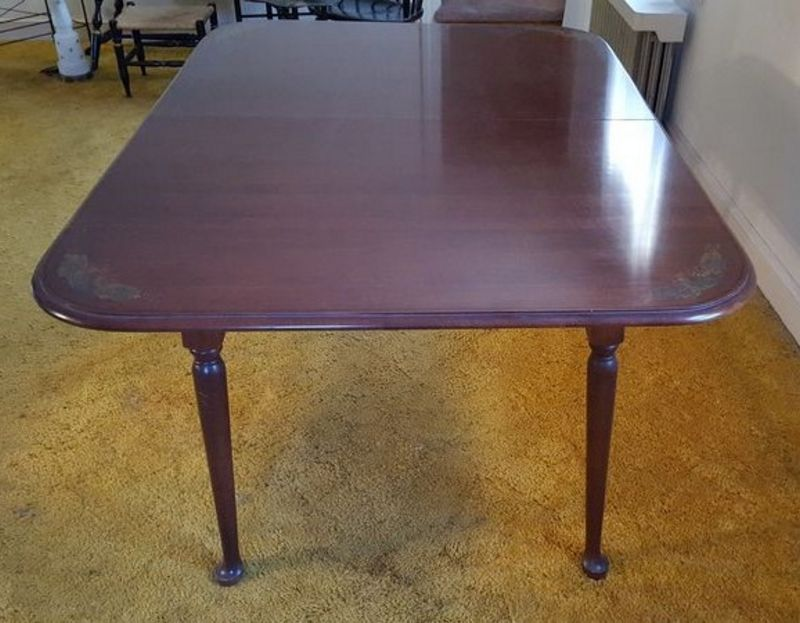 Absolute Auctions Realty - Oblong table pad