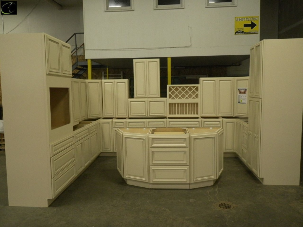 Item 5 Biltmore Pearl Kitchen Cabinet Set 10 X16 X10 By Ghi Ultimate Layout Additional Pieces Available For Order To The High Bidder Sold