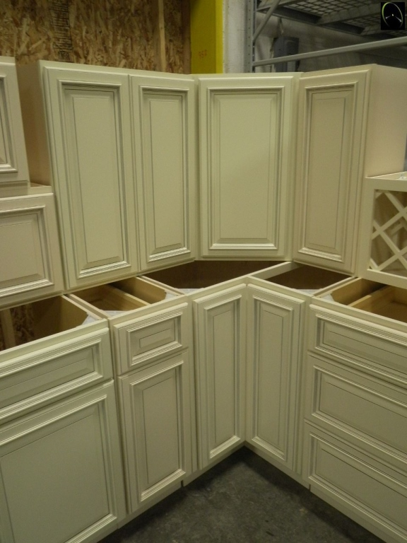 Absolute Auction Realty, Biltmore Pearl Kitchen Cabinets